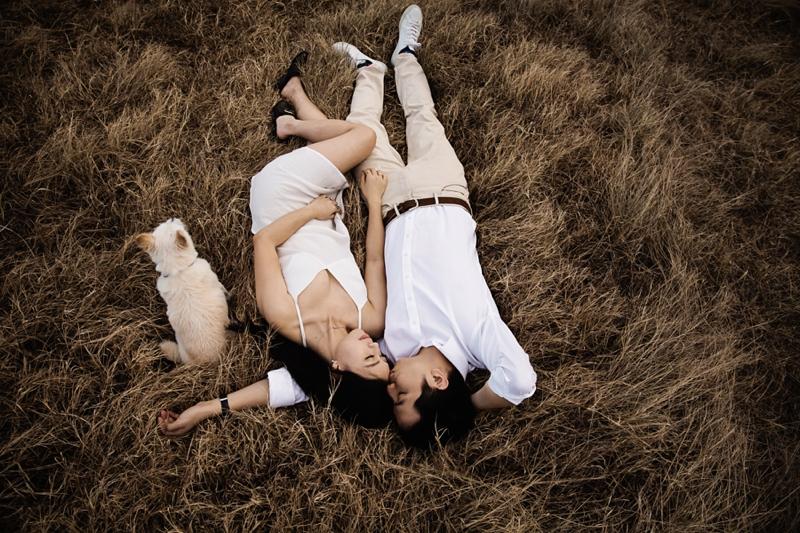 Engagement-Lifestyle-field-Engagement-Brisbane-Wedding-Photographer-Quincenmulberry_0001